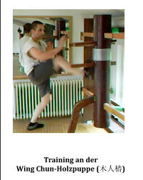 Training an der  Wing Chun-Holzpuppe (木人樁)